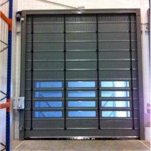 brama szybkobieżna rolowana wewnętrzna z oknem