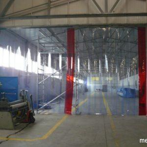 kurtyna paskowa z folii PVC 400x4 mm STANDARD na hali, odgradzająca wydzielająca