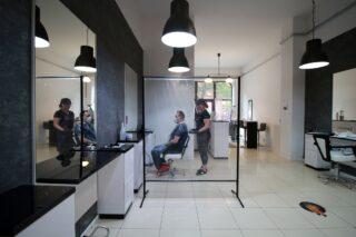 przegroda przeciwwirusowa w salonie fryzjerskim