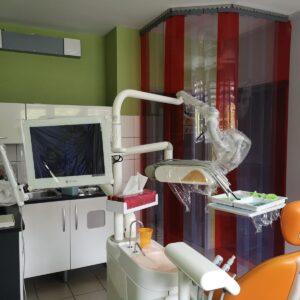 przegroda przeciwwirusowa z kurtyny pcv do gabinetu lekarskiego