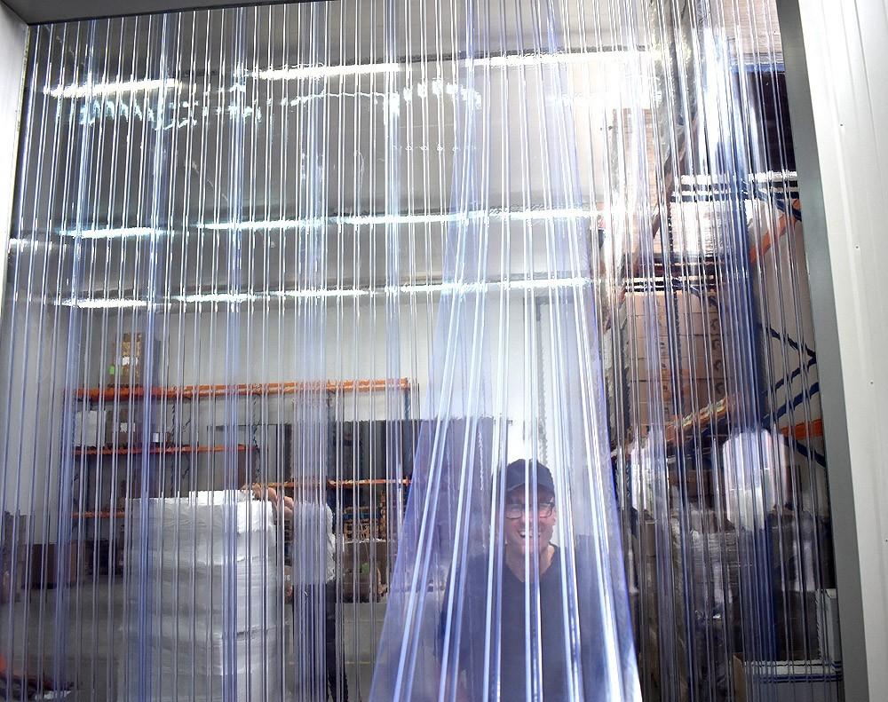 kurtyna paskowa wzmocniona z folii żebrowanej dla przejazdu wózków widłowych